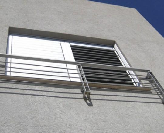 מעקה ברזל לחלון