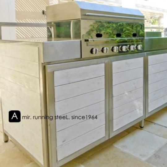 מטבח חוץ - חיפוי עץ לבן